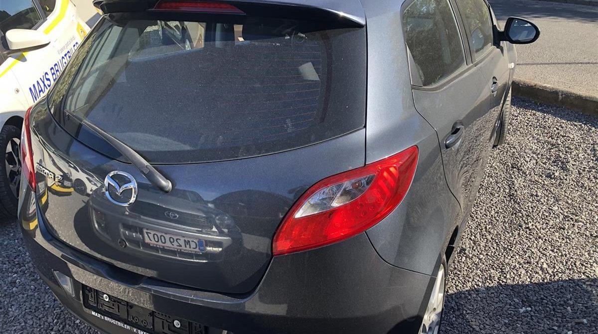 Mazda-2-2011-3