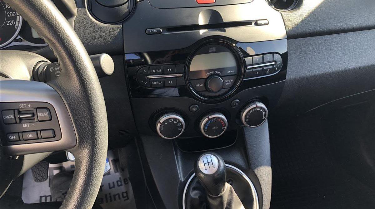 Mazda-2-2011-6