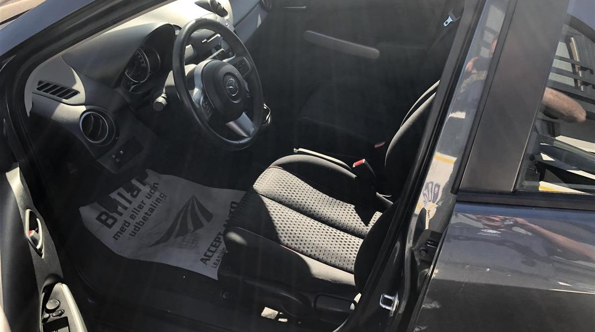 Mazda-2-2011-7