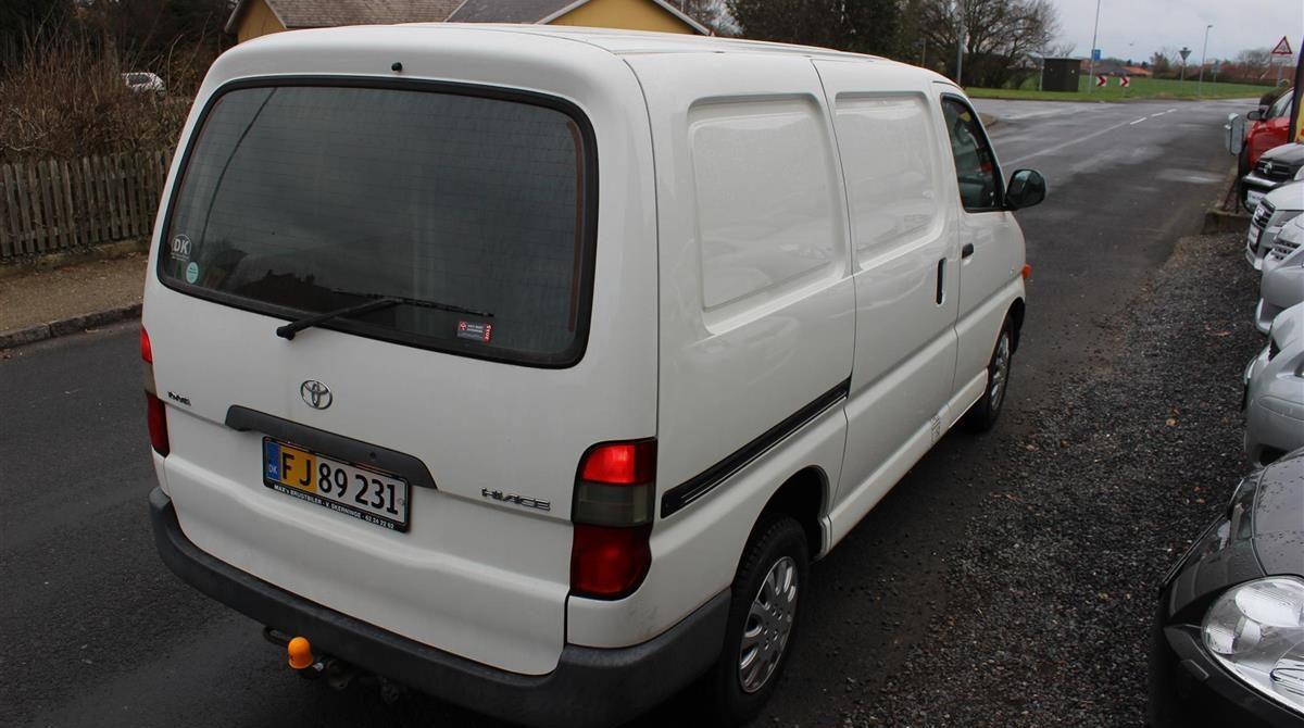 Toyota-HiAce-2003-3