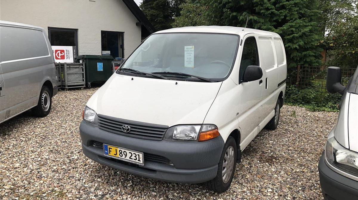 Toyota-HiAce-2003-5
