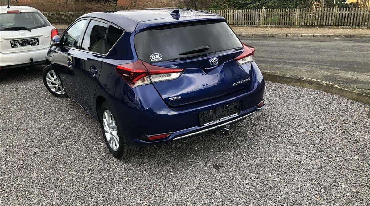 Toyota-Auris-2015-2