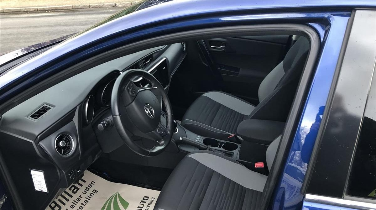 Toyota-Auris-2015-3