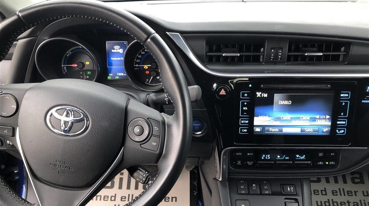 Toyota-Auris-2015-4