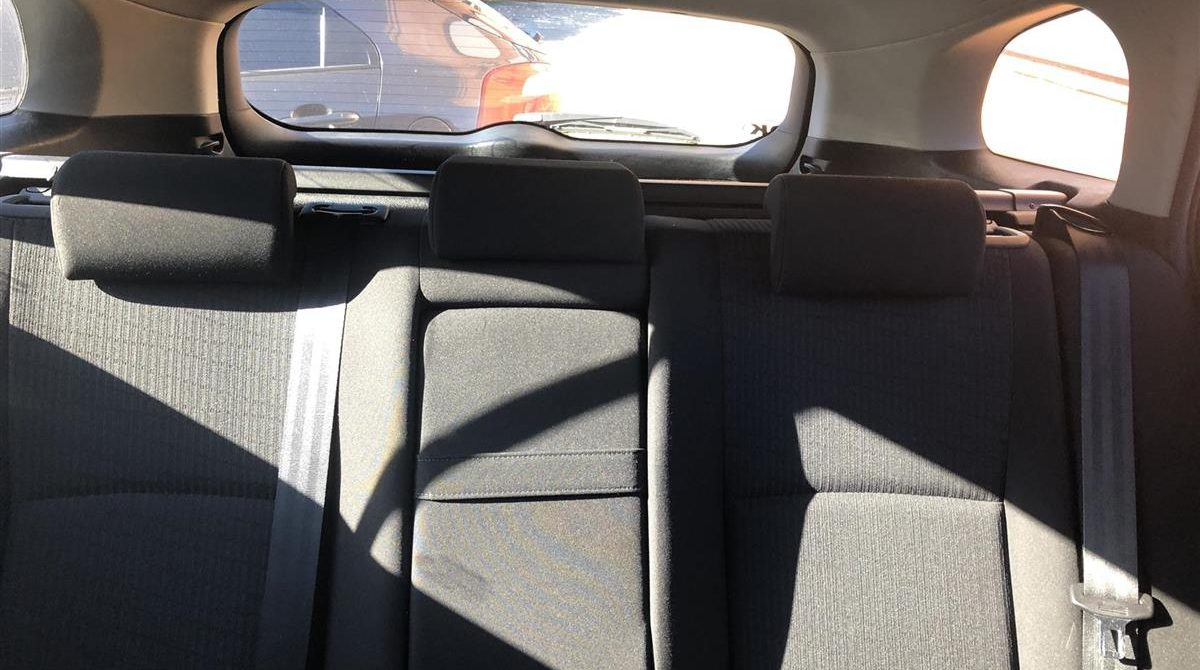 Toyota-Avensis-2010-4