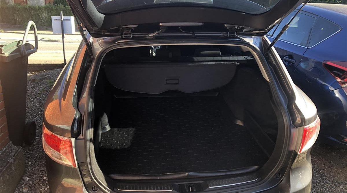 Toyota-Avensis-2010-5