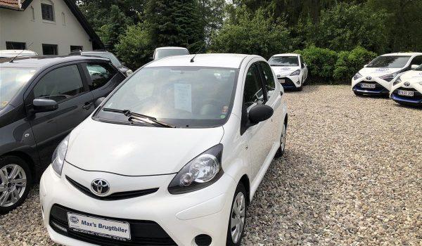 Toyota-Aygo-2012