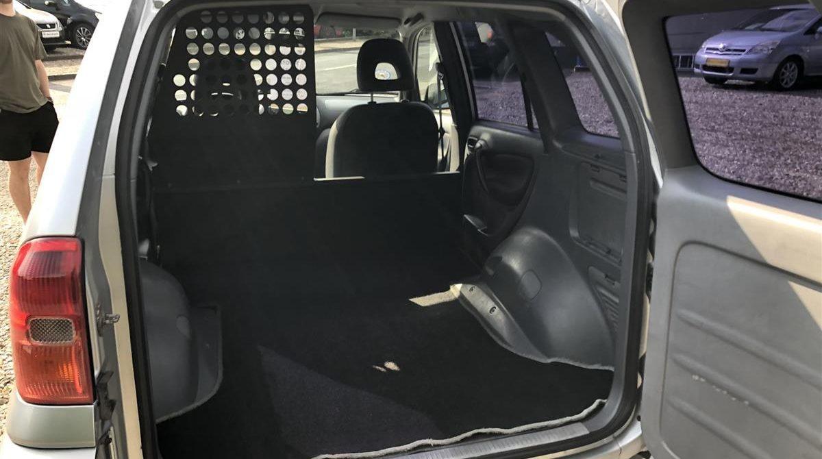 Toyota-RAV4-2002-5